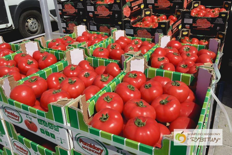 Pomidory i nowalijki na placu - zapraszamy na zakupy