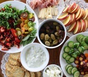 Sałatki truskawkowo- warzywne - smaczne i zdrowe