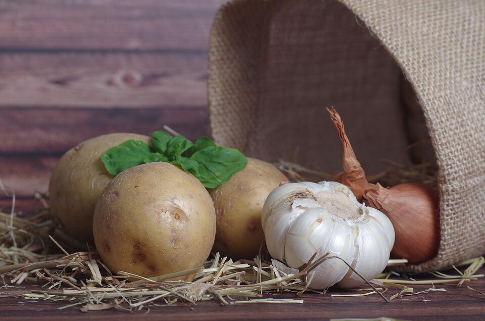 Ziemniaki to podstawowy produkt na placki ziemniaczane